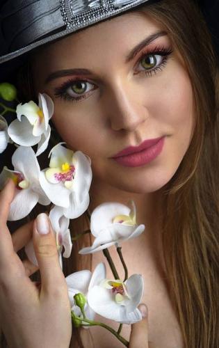 girl-4865454_960_720.jpg